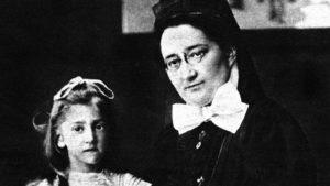 Henriette Arendt (rechts) mit einem unbekannten Mädchen