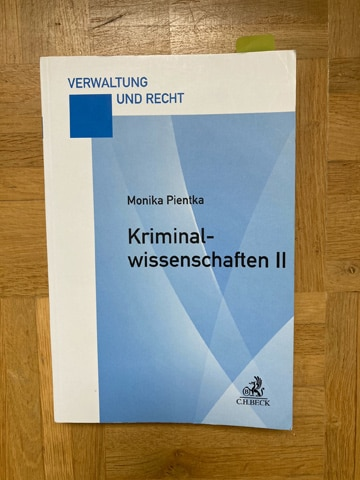 Kriminologie Lehrbuch: Pientka (2014). Kriminalwissenschaften II. München: C.H. Beck richtet sich in erster Linie an Studierende der HSPV NRW.