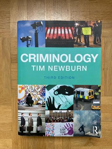 Krimininologie Lehrbuch Criminology von Tim Newburn lässt keine Wünsche offen. Das umfassende Werk behandelt unzählige Themen und Theorien.