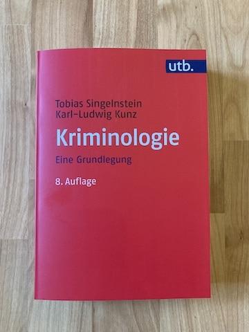 Tobias Singelnstein & Karl-Ludwig Kunz (2021). Kriminologie. Eine Grundlegung (8. Aufl.). Bern: UTB.